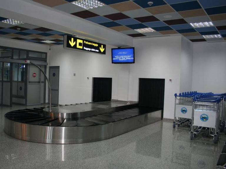 Oradea Airport Departure And Arrival Conveyor Line