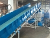 Shredder feeding conveyor for plastics